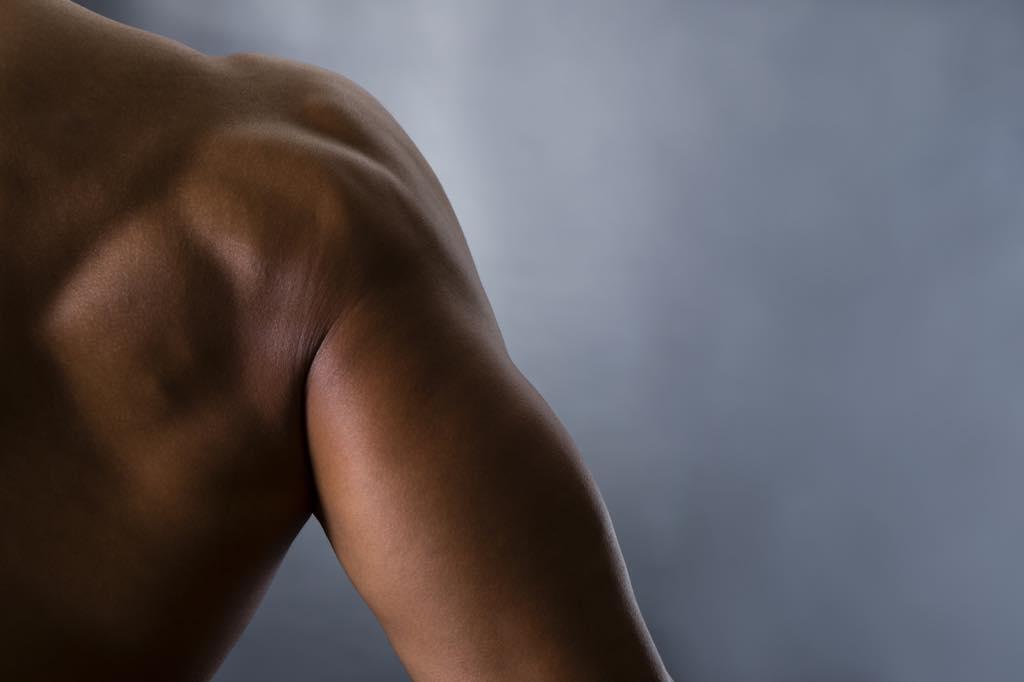 筋肉のある腕