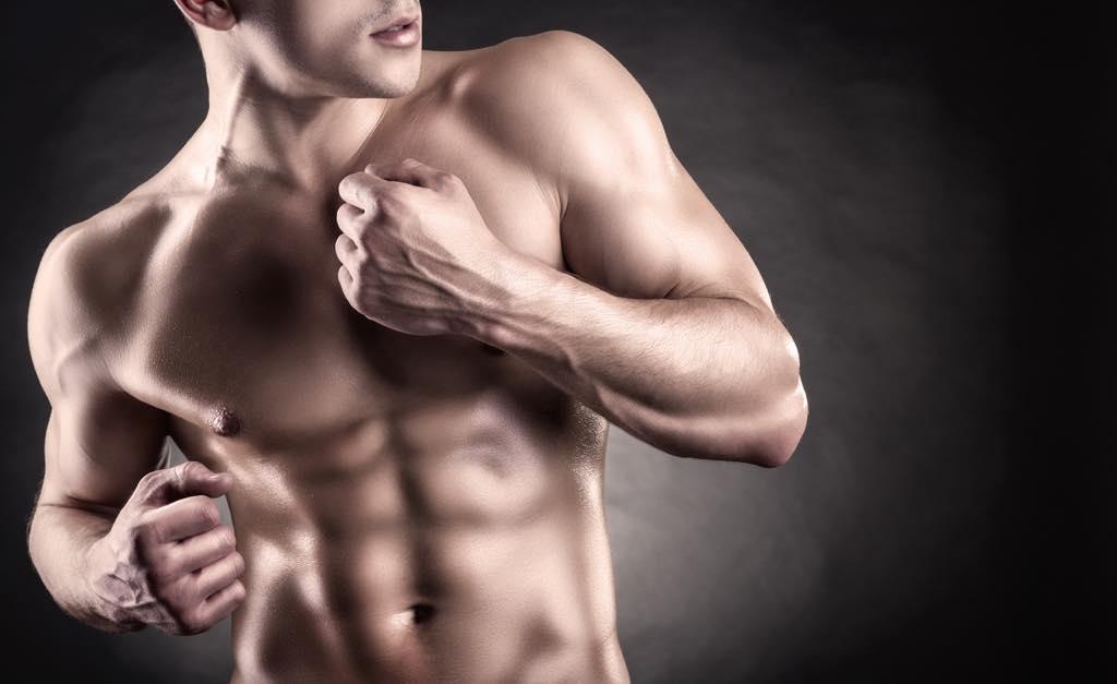 筋肉がモリモリの男性
