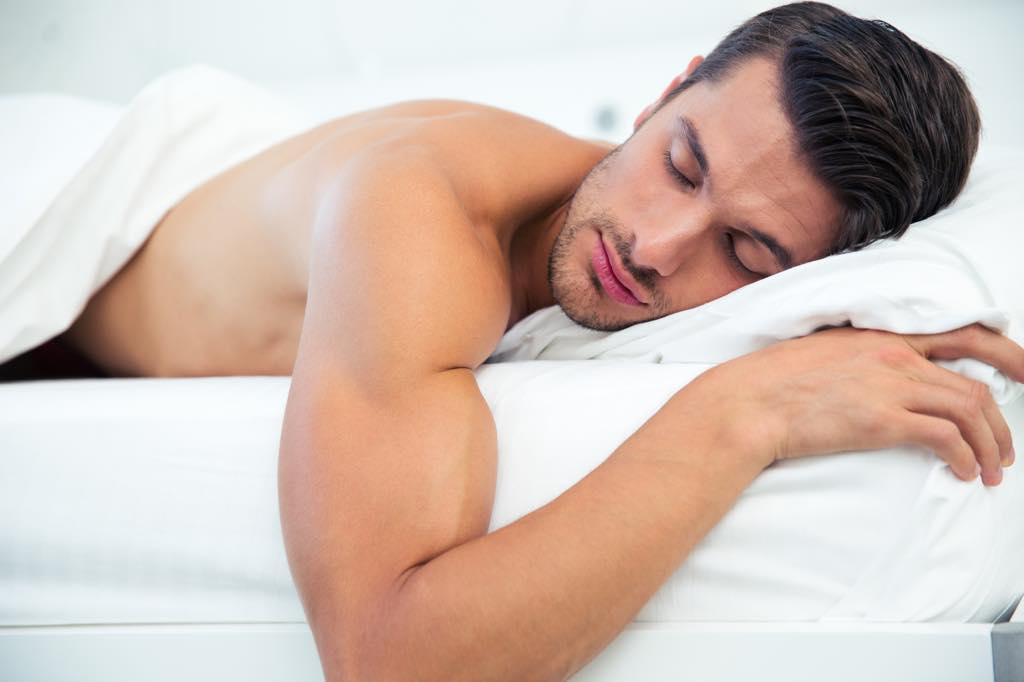 疲労を回復中の男性