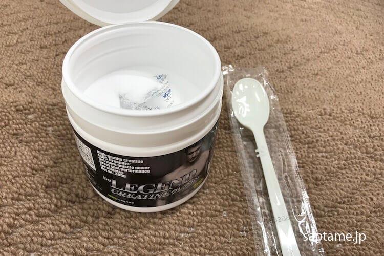 クレアチンと計量用のスプーン